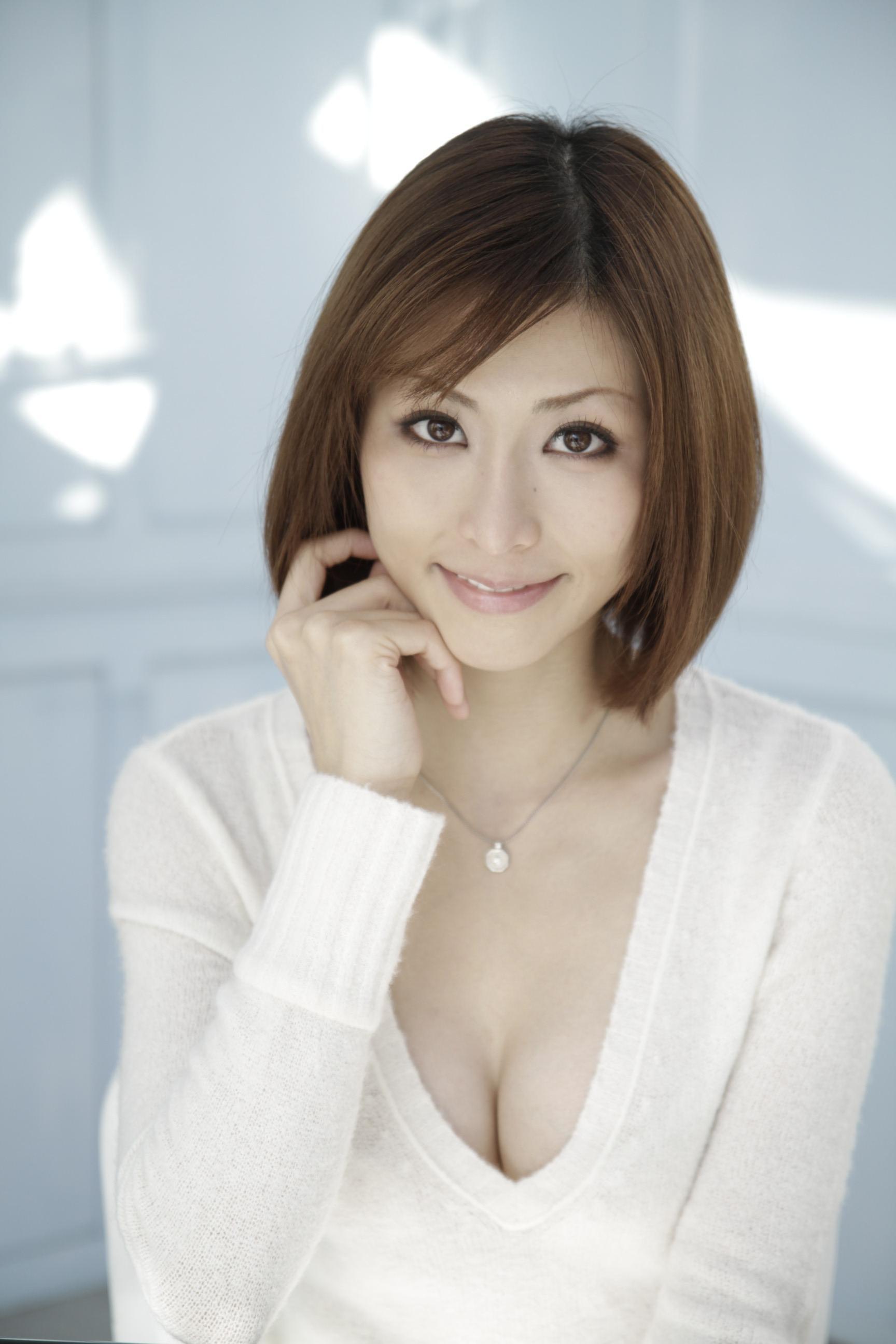 NAVER まとめ《人間廃業》朝日奈あかり(24)美しすぎる人造人間 バスト85cm Eカップ