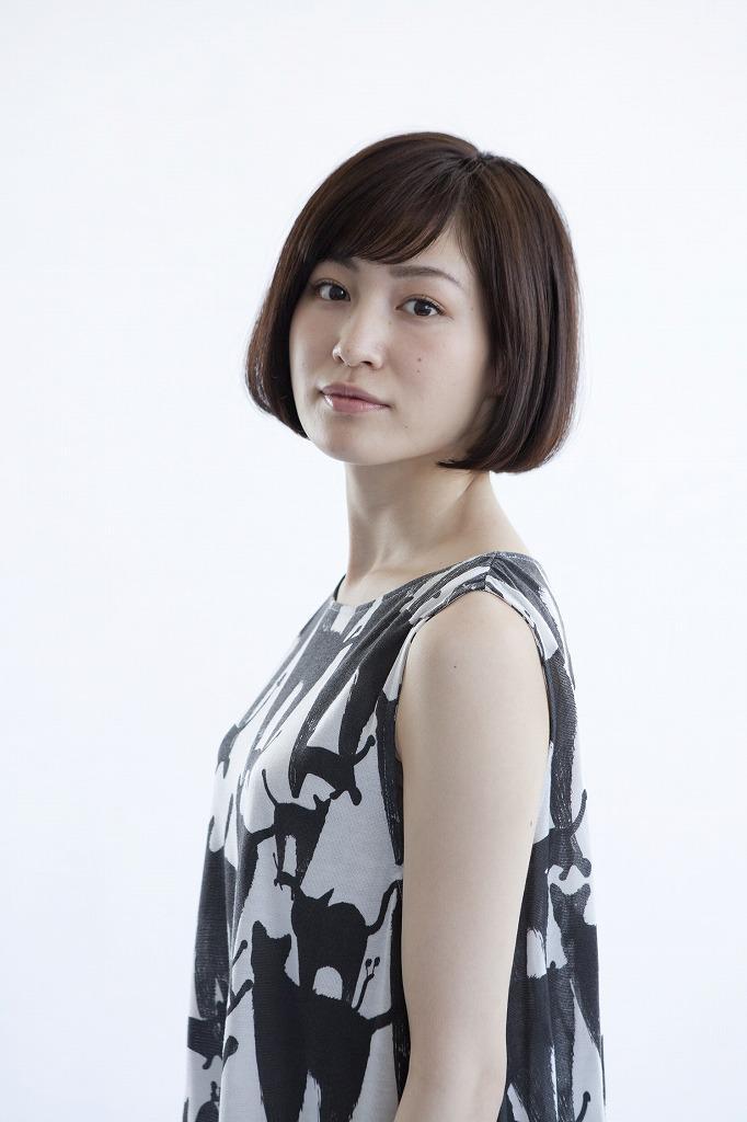 平田薫白黒ワンピース