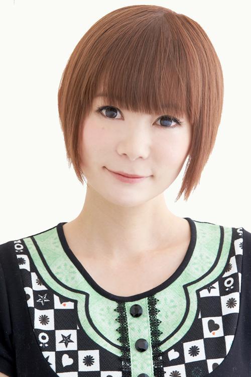髪の毛をばっさり短くしたふんわり微笑む中川翔子